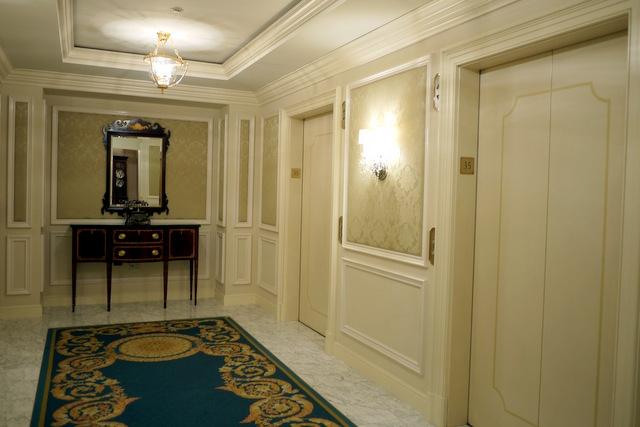 ザ・リッツ・カールトン大阪_客室階のエレベーターホール