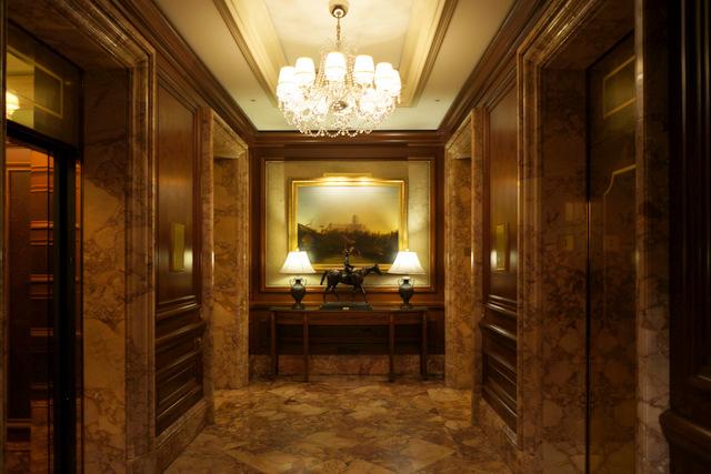 ザ・リッツ・カールトン大阪_ロビー階のエレベーターホール