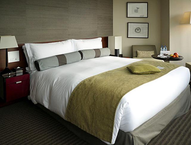 ストリングスホテル東京_ベッド