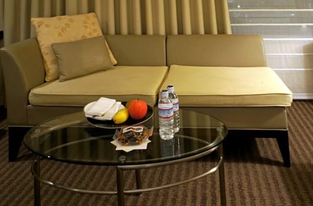 ストリングスホテル東京_ソファ