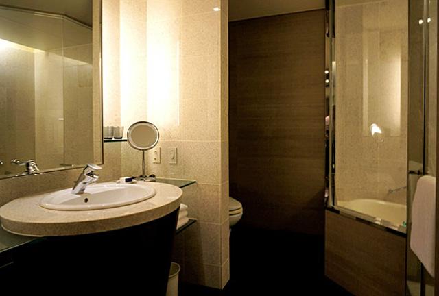 ストリングスホテル東京_バスルーム