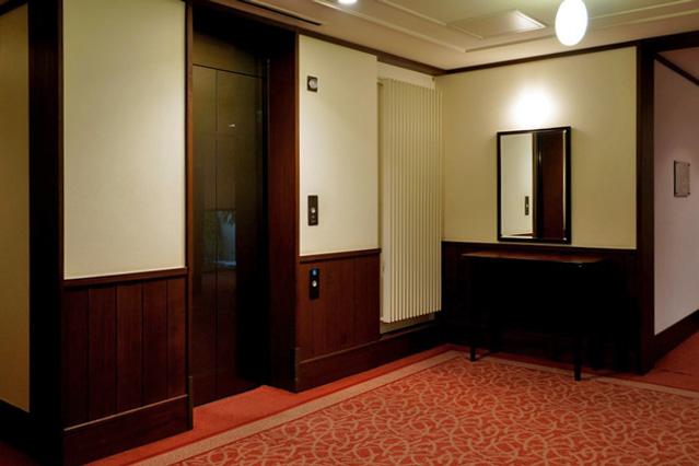 万平ホテル_ウスイ館エレベーターホール