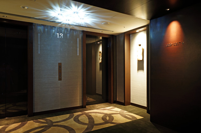 リーガ沖縄_エレベーターホール