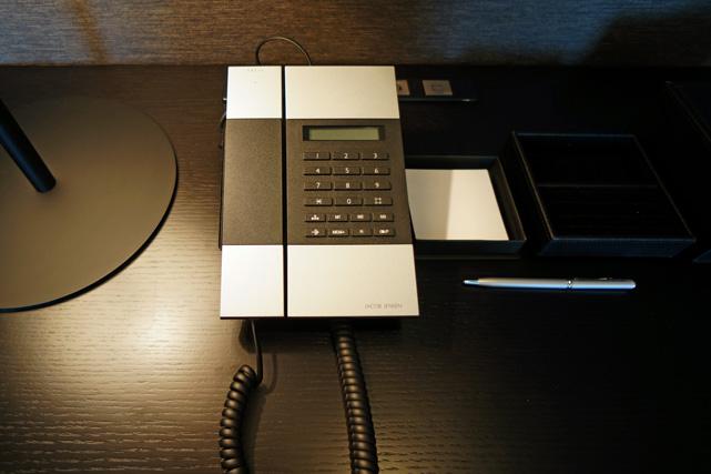 リーガ沖縄_電話機