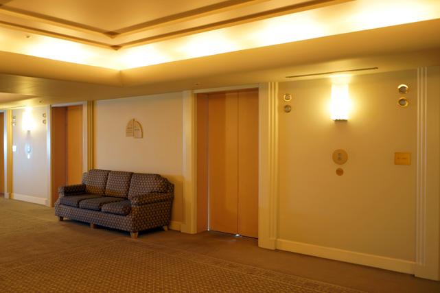 ヨコハマインターコン_エレベーターホール