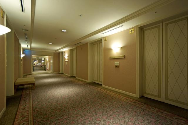 横浜ロイヤルパークホテル_エレベーターホール