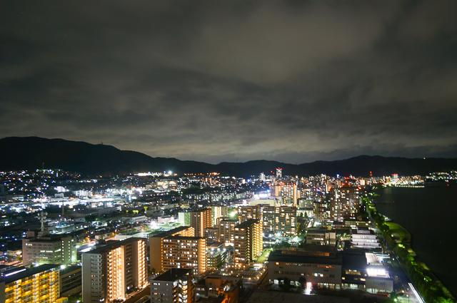 びわ湖大津プリンスホテル_エレベーターホールからの夜景