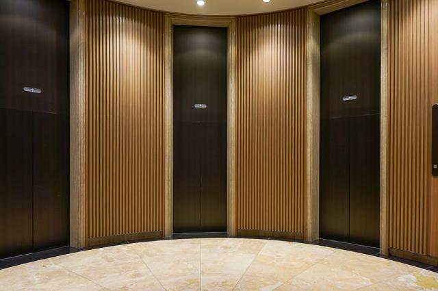 ヒルトン大阪_エレベーターホール